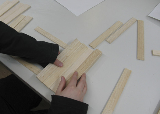 <p>Pupils make models from wood in scale 1:4.</p>