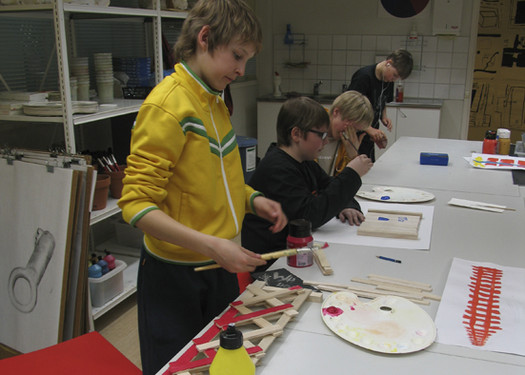 <p>Pupils make models from woodin scale 1:4.</p>