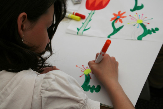 <p>Children are sketching a plan for lighting ornaments.</p>